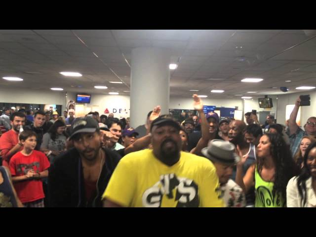 Epic Sing-Off At NYC Airport Shows You What To Do When Your Flight Is Delayed